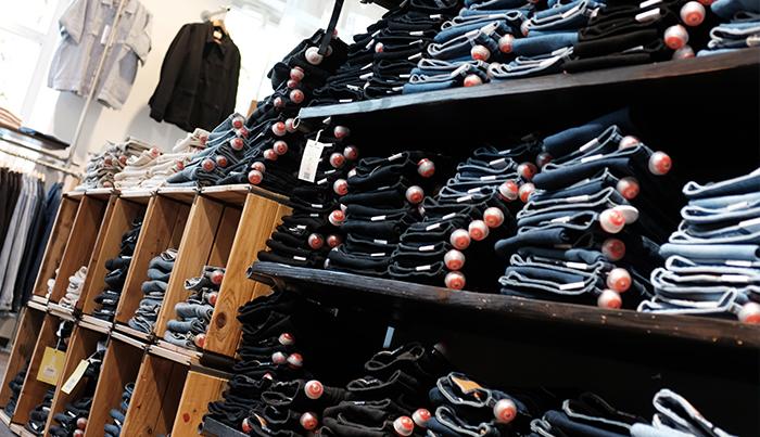 Die öko-fairen Jeans im Laden