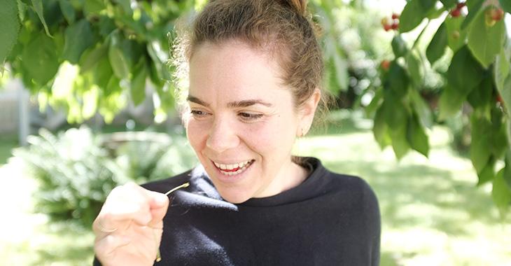 Lena arbeitet bei zündstoff im Versand und Kund*innenservice