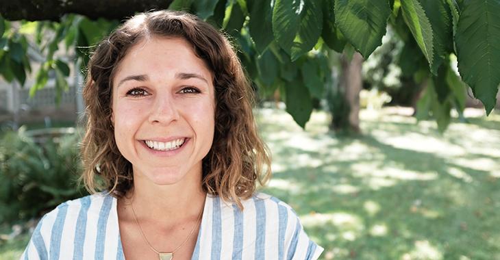 Janina kümmert sich bei zündstoff um PR und den Onlineshop