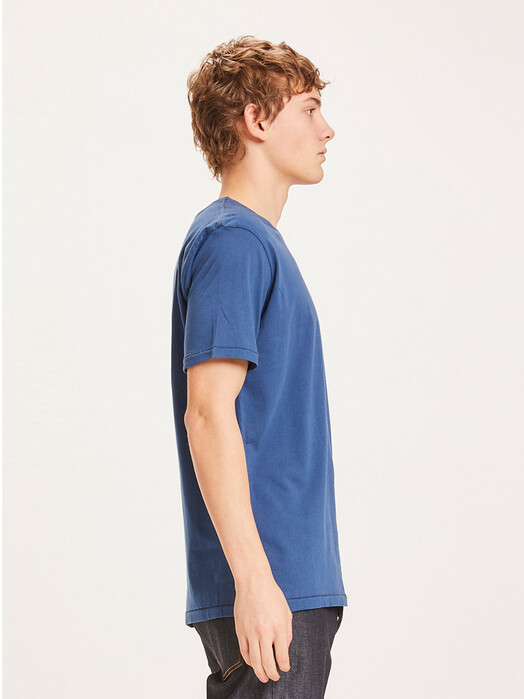 Knowledge Cotton Apparel  T-Shirts Alder Basic Tee [dark denim] jetzt im Onlineshop von zündstoff bestellen
