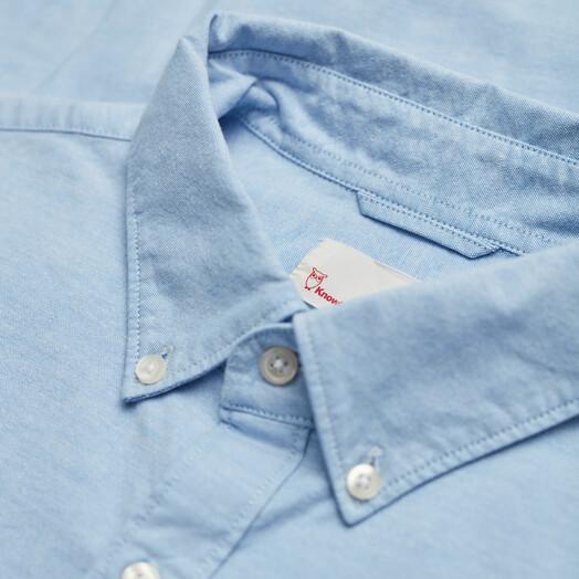 Knowledge Cotton Apparel  Hemden & Polos Stretched Oxford Shirt [lapis blue] jetzt im Onlineshop von zündstoff bestellen