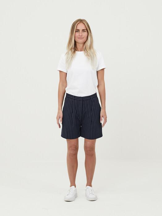 Knowledge Cotton Apparel  Shorts Posey Pin Stripe Wide Shorts [total eclipse] jetzt im Onlineshop von zündstoff bestellen