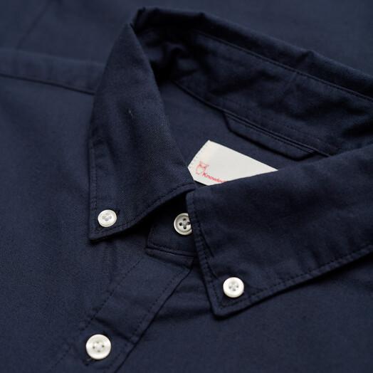Knowledge Cotton Apparel  Hemden & Polos Stretched Oxford Shirt [total eclipse] S jetzt im Onlineshop von zündstoff bestellen