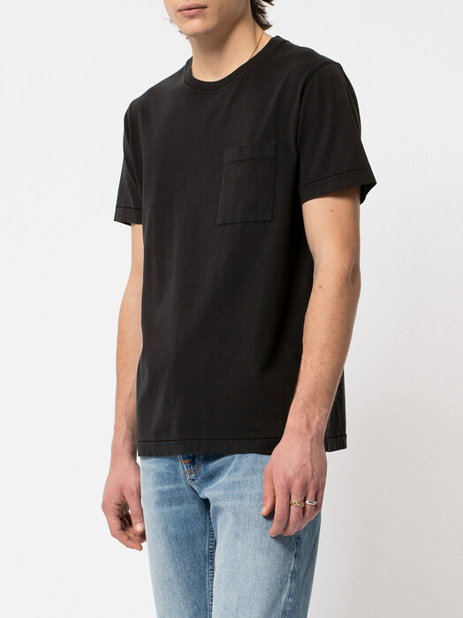 nudie Jeans T-Shirts Roy One Pocket Tee [black] jetzt im Onlineshop von zündstoff bestellen