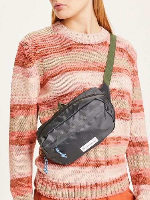 Knowledge Cotton Apparel  Rucksäcke & Taschen Cross Over Body Pack [forrest night] One Size jetzt im Onlineshop von zündstoff bestellen