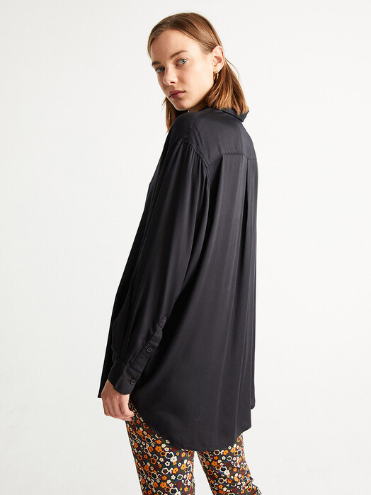 Thinking MU Blusen Gia Oversize Blouse [black] jetzt im Onlineshop von zündstoff bestellen