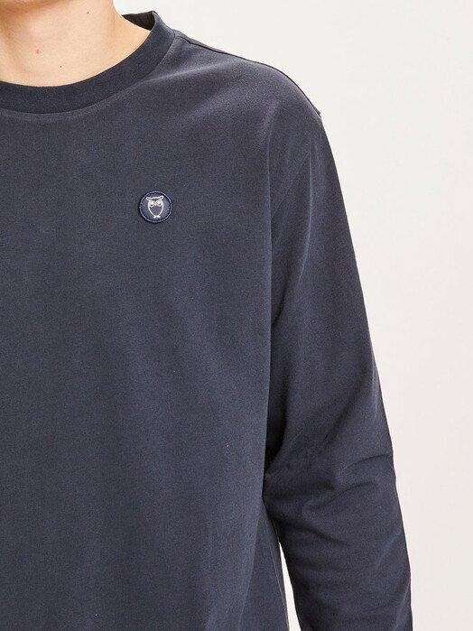 Knowledge Cotton Apparel  Longsleeves Locust Badge Longsleeve [total eclipse] jetzt im Onlineshop von zündstoff bestellen