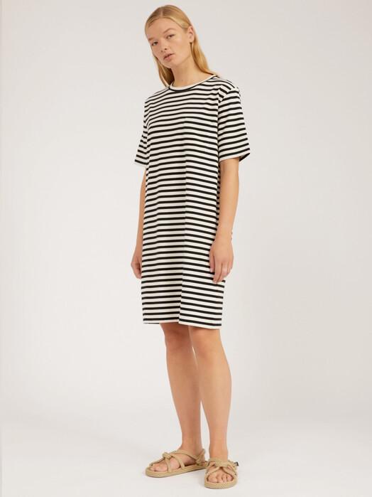 ARMEDANGELS Kleider Kleaa Stripe [undyed/black] jetzt im Onlineshop von zündstoff bestellen