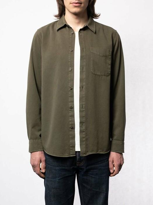 nudie Jeans Hemden & Polos Chet Pigment Dye [olive] jetzt im Onlineshop von zündstoff bestellen