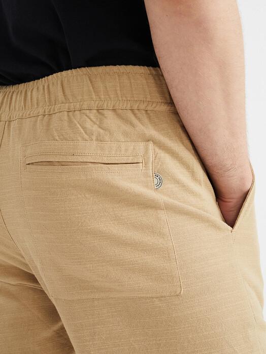 Thinking MU Chinos & Hosen Travel Pants [camel] jetzt im Onlineshop von zündstoff bestellen