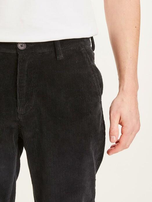 Knowledge Cotton Apparel  Chinos & Hosen Chuck Stretched Corduroy Chino [black jet] jetzt im Onlineshop von zündstoff bestellen