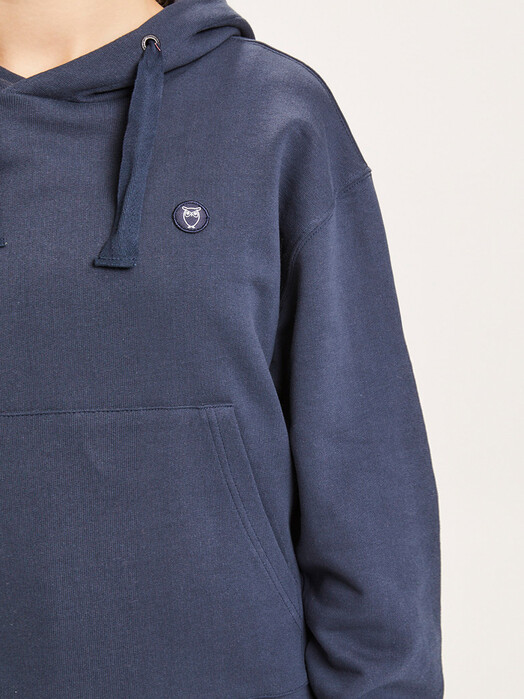 Knowledge Cotton Apparel  Hoodies Daphne Basic Badge Hoodie [total eclipse] jetzt im Onlineshop von zündstoff bestellen
