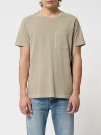 Das Roy One Pocket Tee von Nudie jeans in der Trendfarbe Beige