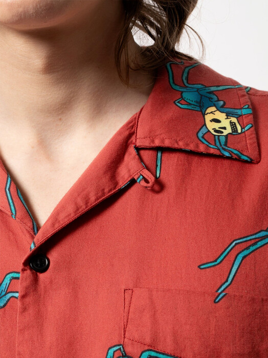 nudie Jeans Hemden & Polos Aron Spiders [poppy red] jetzt im Onlineshop von zündstoff bestellen