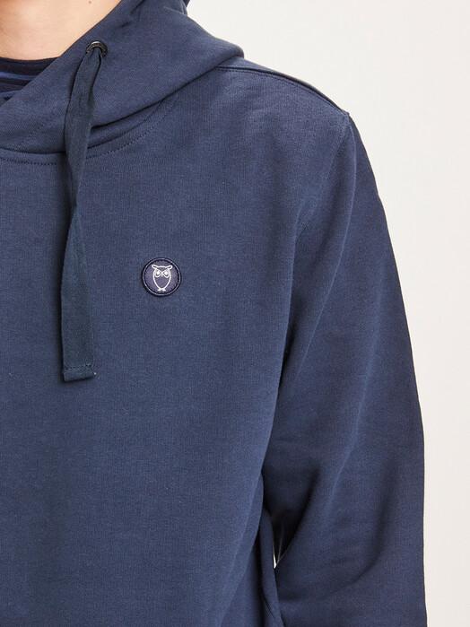 Knowledge Cotton Apparel  Hoodies Elm Badge Hoodie [total eclipse] jetzt im Onlineshop von zündstoff bestellen