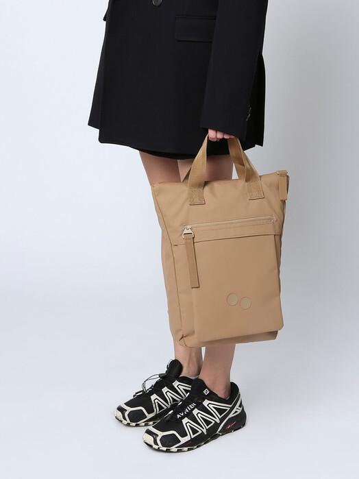 pinqponq Rucksäcke & Taschen Tak [raw umber] One Size jetzt im Onlineshop von zündstoff bestellen