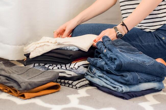 Beim Durchsehen des Kleiderschrankes fällt oft auf, dass man viele Kleidungsstücke selten trägt