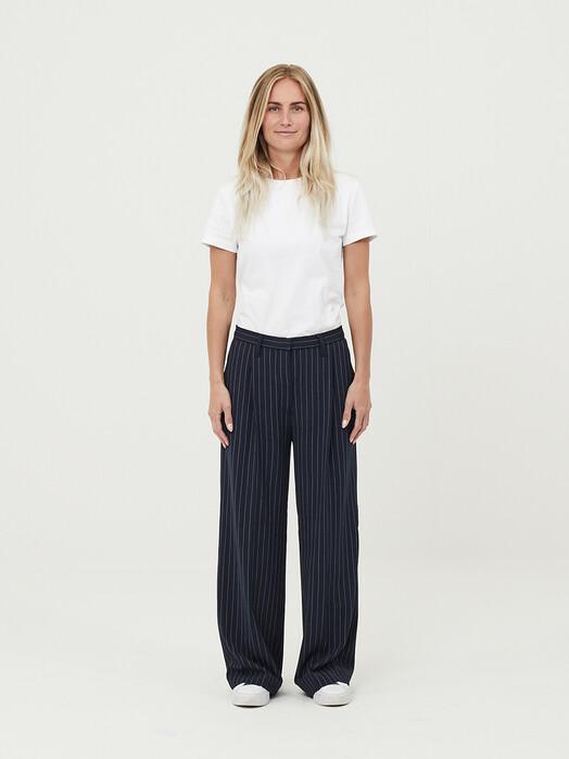 Knowledge Cotton Apparel  Hosen Posey Pin Stripe Wide Pants [total eclipse] jetzt im Onlineshop von zündstoff bestellen