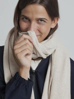 thinking-mu-knitted-scarf-beige-01 450x600-ID26260-9b21a235e25b098695c77128a7400ca4